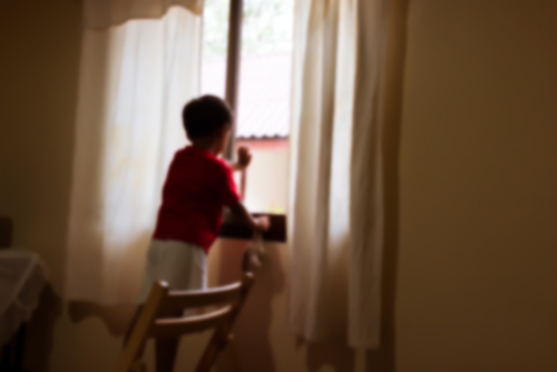 legality of leaving a child home alone